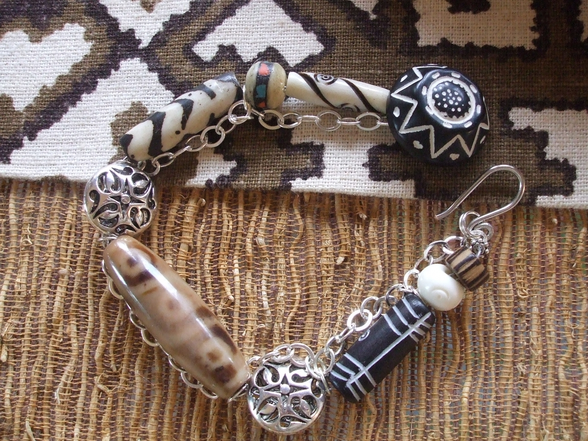 #67 Tibet Carnelian and Bone Bracelet (large view)