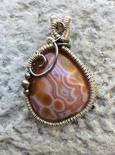 Wire-Woven Frame Lake Superior Agate Pendant (large view)