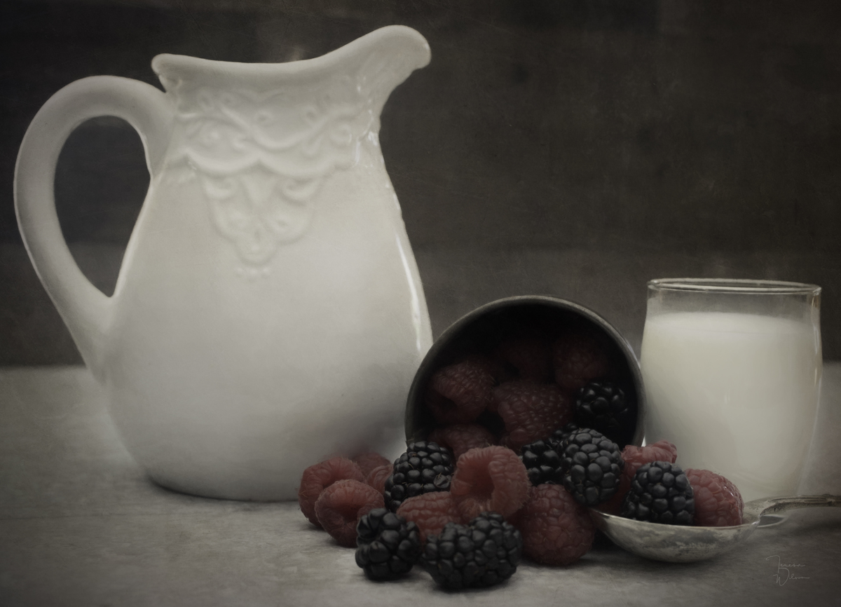 Berries and Cream (large view)