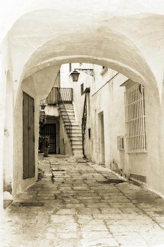 Cisternino, Puglia; Passageway